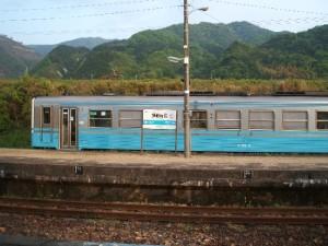 2004_05_02_讃岐財田駅_列車