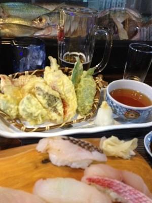 2013_11_03_石垣市_寿司たろう_地魚の握りと魚てんぷら.jpg